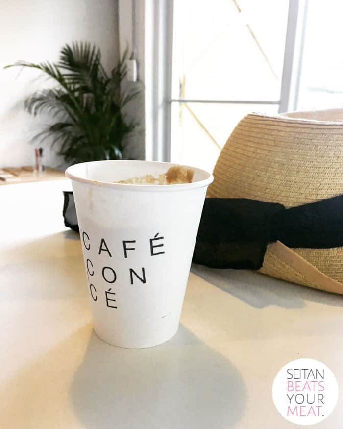 Cup of coffee reading Cafe con Ce on table